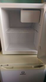 counter top fridge very new great condition