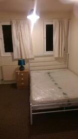 Clean double room available to rent at £300 pm
