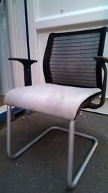 Desk Chair / Office Chair / Bedroom Chair