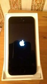 iphone 5s 16gb on 3, box and accessories
