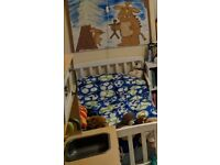 Good to very good condition white toddler bed