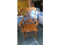 american oak solid dinning table with 6 chairs and 2 carver chairs