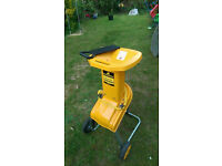 Mccullock mb241w 1400W garden shredder / chipper in good used working condition