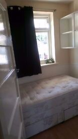 Box room to rent (for a FEMALE) next to Mitcham Tramslink and Wimbledon, Morden underground Stations