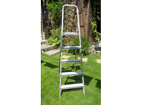 5ft metal ladder, great condition