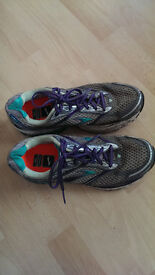 Brooks Women's Ghost 7 Running Shoes (UK size 7.5)