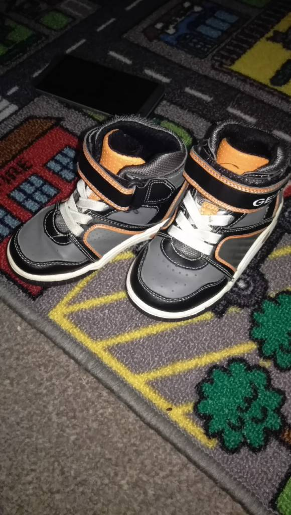 Geox infant size 7 with flashing lights