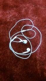 Selling Apple headphone can use it to any phone just for 15 pound