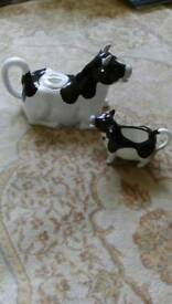 Novelty teapot and milk jug