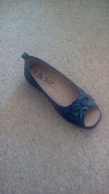 Pili Pila shoe in navy, size 6, brand new in box