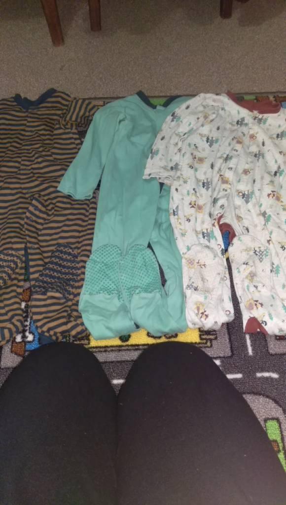 3x pyjamas 18-24 m