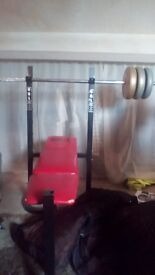 Weight bench with weight bar and weights