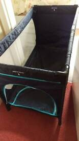 Travel cot/folding cot