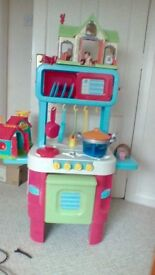 Lovely toy kitchen in great condition with lots of extras.