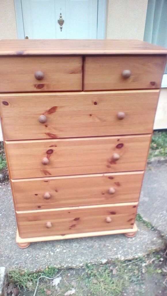 4 Foot Tall Pine Chest Of Drawers In Very Good Condition