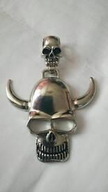 Skull chain accessory