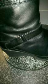 Clark's boots size 4