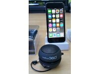 iPod Touch 6th Gen, 16GB, Mint Condition, Space Grey, New Rechargeable Speaker & Docking Station
