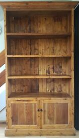 Solid wood bookshelf with closed cabinet
