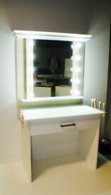 Hollywood Makeup Mirror Workstation