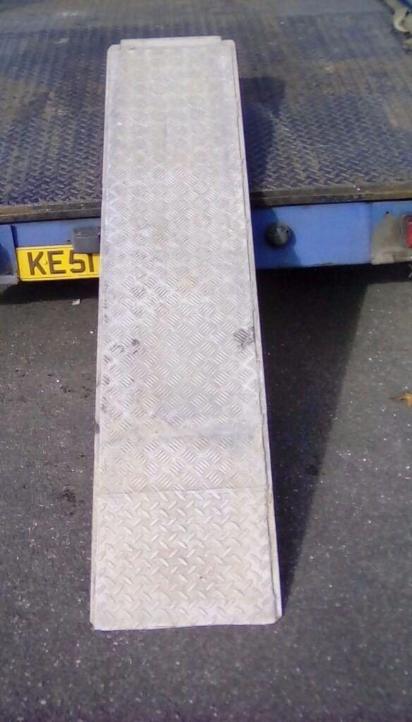 Car loading ramps pair