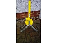 WHEEL CLAMP HALFORDS BRAND VERY STURDY AND WELL BUILT DESIGN CARS/VANS/CARAVANS ETC