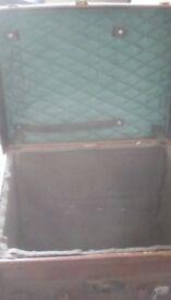 Vintage suitcase/ trunk