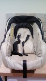 Oyster baby seat and carrier in very good condition