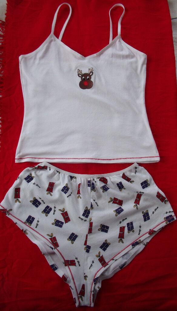 NEW ladies Xmas,Christmas nightwear, sleepwear, shorts & vest top. Rudolf and presents. Size small.