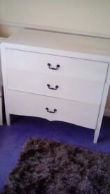 Chest of Drawers (White 3 Dawers) Lovely Old piece of Furniture