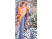 FLYMO LEAF BLOWER AND VACUMN Bargain £25 ono