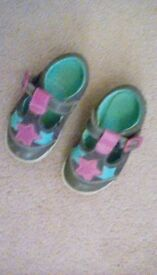 CLARKS LEATHER BABY GIRL SHOES, SIZE 4