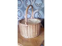 Round wicker picnic basket, with thermal insulated inner. Never used perfect