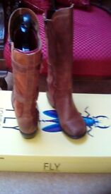 Women's ' Fly MYND' size 6 boots.