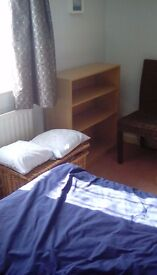 Large single room available Mon _ Fri