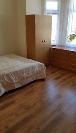 Large double room at Palmers Green