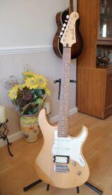 Yamaha Pacifica 112 V Electric Guitar Superb Condition