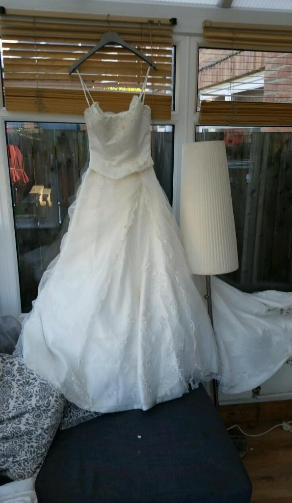Wedding dress size 10in Houghton Le Spring, Tyne and WearGumtree - Wedding dress. All had made , diamonds all round dress the tril on dress comes right out at back ;off dress , I have put one off my wedding pic on so ya can see the back thankyou