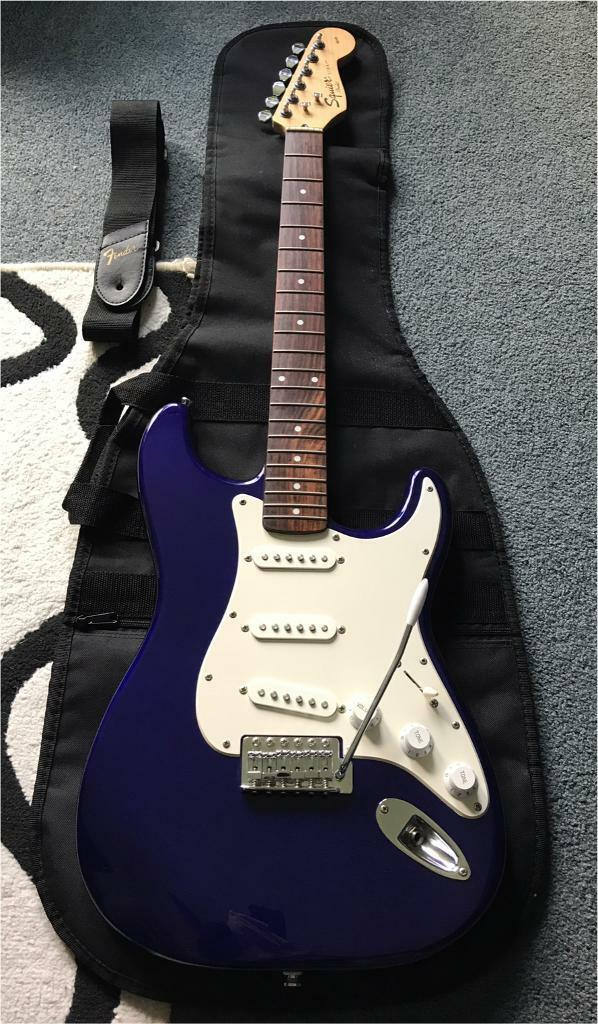 Squire Affinity Stratocaster + Gigbag + Strap