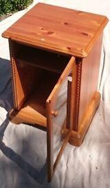 Hi-fi cabinet in solid pine