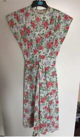 Beautiful Floral vintage dress by Richards Size 10 1980's