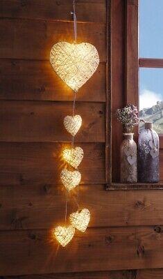 Deko Hänger mit 6 Herzen in weiß, LED Beleuchtung, Batterie, Hänge Lampe Leuchte