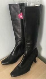 Black Leather Ladies Boots Size 5 BNWT