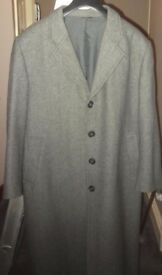 MENS GREY OVERCOAT SIZE M/L NEVER WORN - QUALITY
