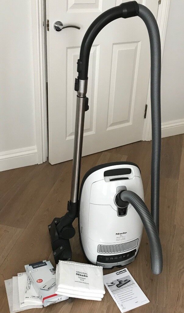 miele s8 silence plus vacuum cleaner hoover white in. Black Bedroom Furniture Sets. Home Design Ideas