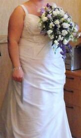 Gorgeous two piece wedding dress in ivory in immaculate condition