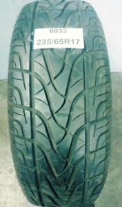PNEU ÉTÉ USAGÉ / SUMMER USED TIRE 235/65R17 23565R17 FULL RUN HS299 (1 SEUL DE DISPONIBLE)