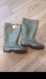 Brand New Wellies size 8 - Unisex wellington boots