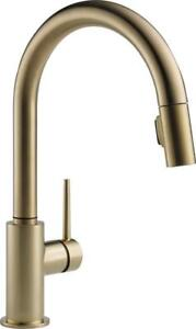 NEW DELTA FAUCET 9159-CZ-DST Single Handle Pull-Down Kitchen Faucet, Champagne Bronze