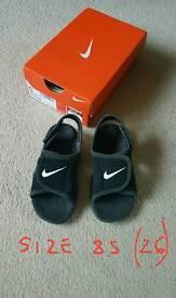 Boy sandals NIKE size 8.5